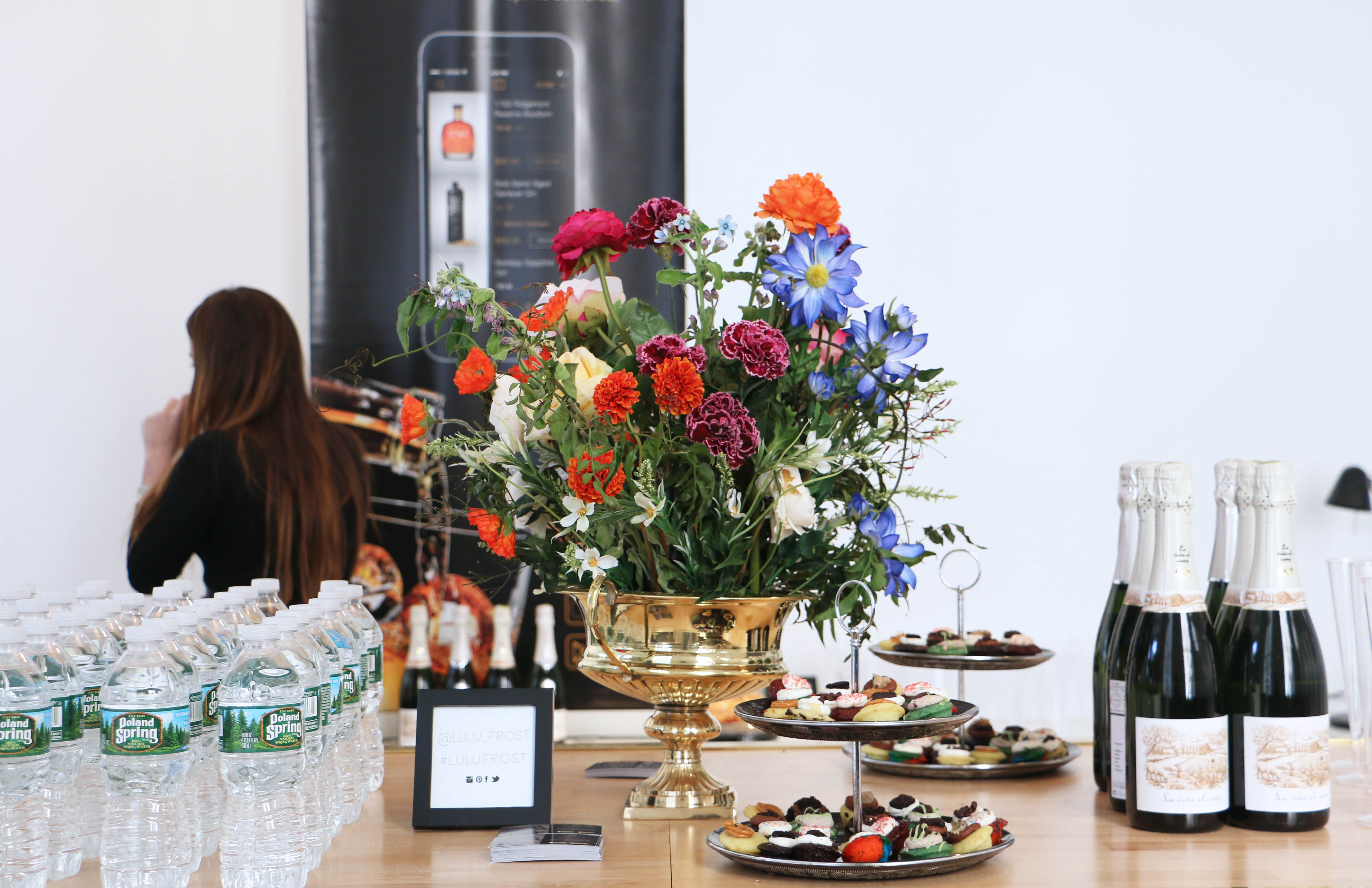 Wine, cupcakes and flower vase at Stylinity NYFW Style Soiree
